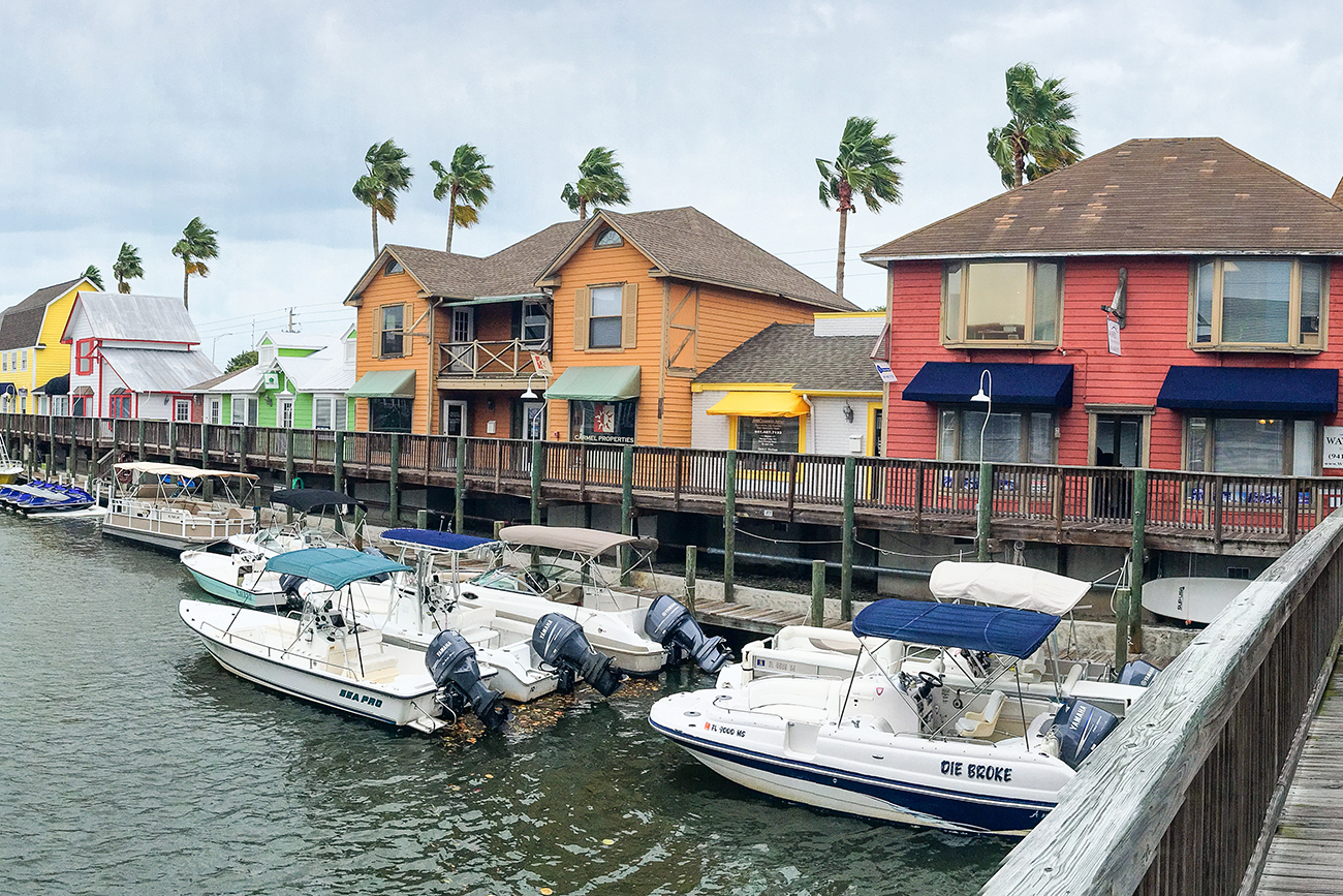 Minutes from popular Gulf Coast attractions